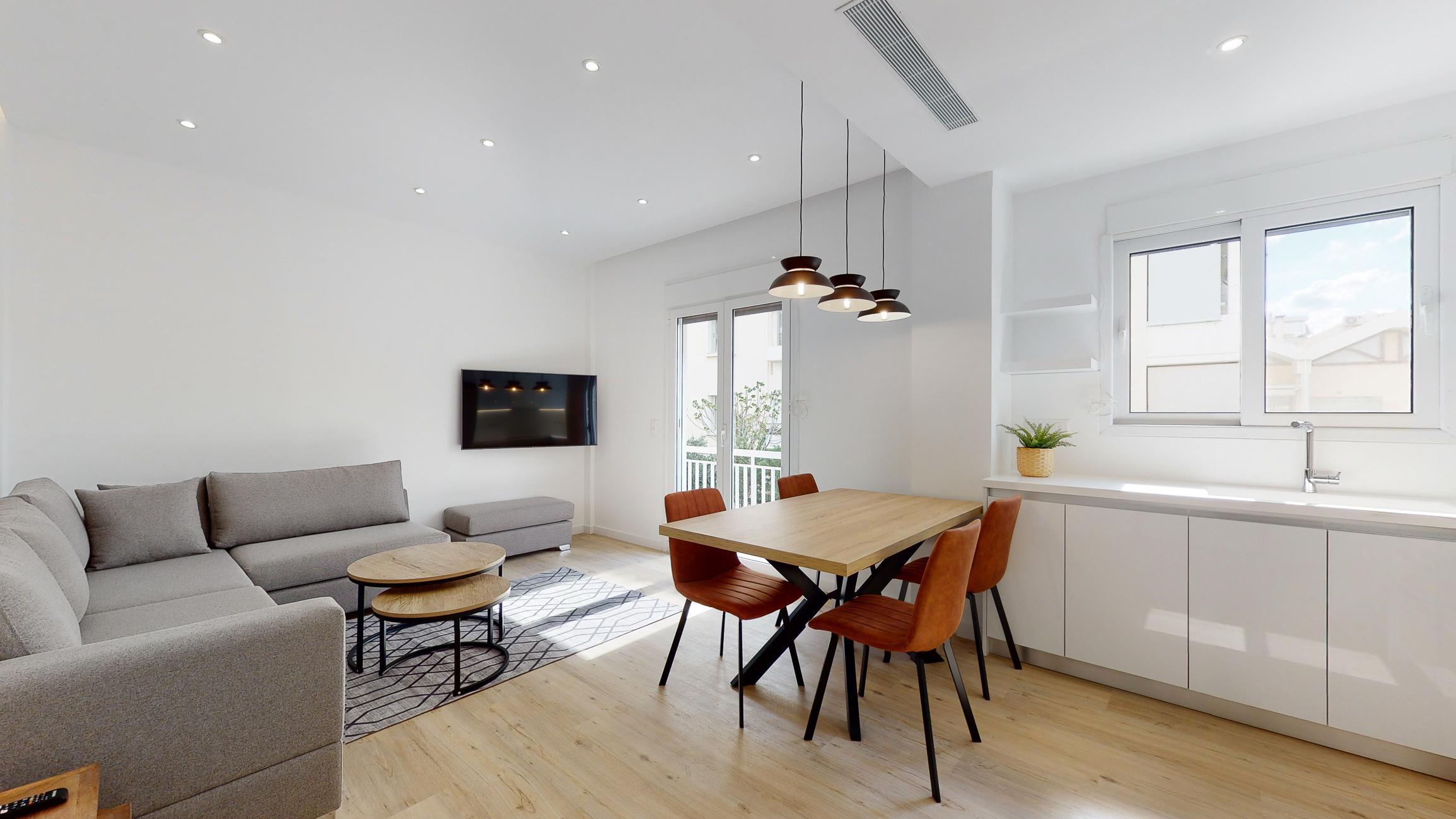 https://api.thebrik.com/static/properties/606432f31e79e46df07766c3/533d7425.living-room.3.jpg